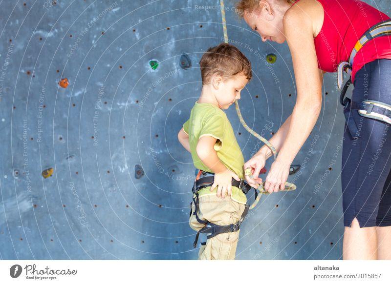 kleines Mädchen, das eine Felsenwand klettert Mensch Kind Ferien & Urlaub & Reisen Mann Freude Erwachsene Sport Junge Familie & Verwandtschaft Spielen