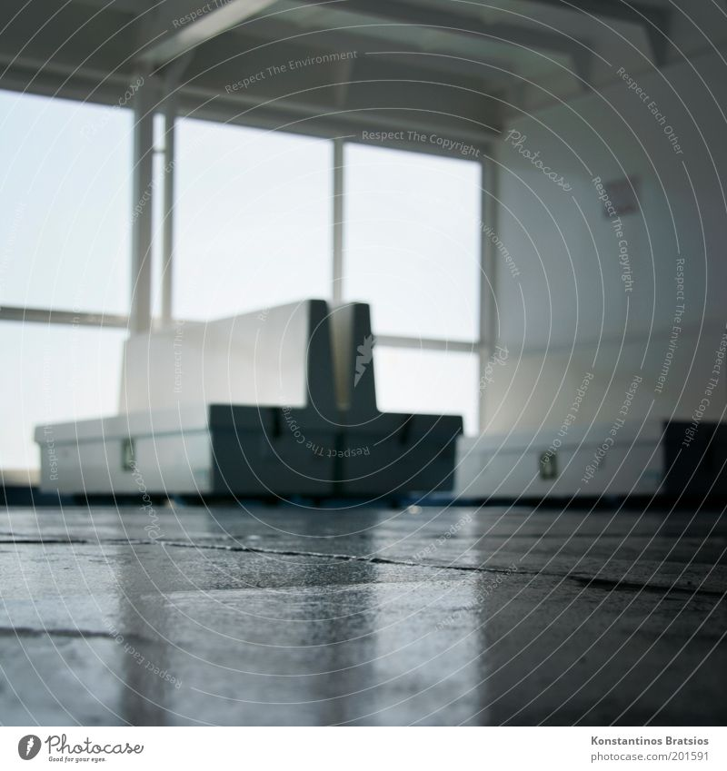 nur noch 5m auf den Knien... Ferien & Urlaub & Reisen Tourismus Ausflug Schifffahrt Passagierschiff Fähre Wasserfahrzeug An Bord halbdunkel Schiffsdeck Bank