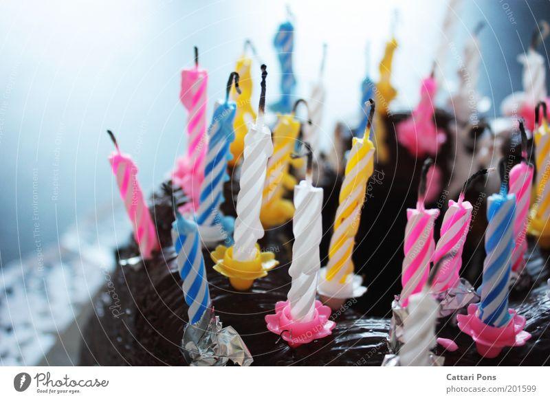 Geburtstagskerzen II Lebensmittel Teigwaren Backwaren Dessert Süßwaren Ernährung Freude Feste & Feiern genießen süß blau gelb rosa weiß Glück Fröhlichkeit