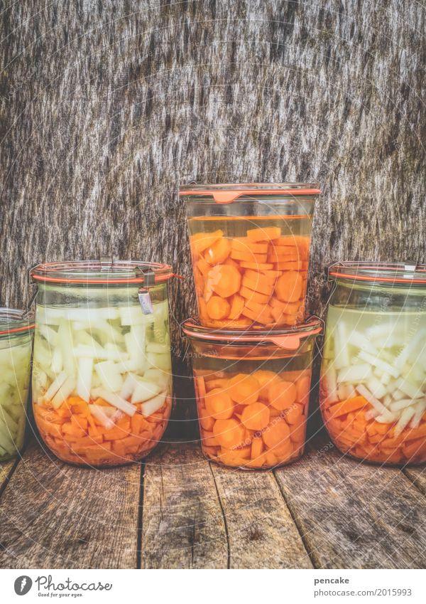 lasst euch einmachen! Lebensmittel Gemüse einfach Gesundheit Billig gut Möhre Kohlrabi Einmachglas Holzbrett Holztisch Farbfoto Innenaufnahme Nahaufnahme