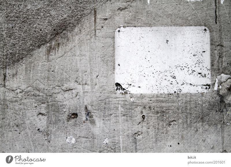 BLANCO SCHILD [LUsertreffen 04|10] weiß Wand grau Stein Mauer Beton Schilder & Markierungen Fassade leer trist kaputt Streifen Geometrie Renovieren Zerstörung Frustration