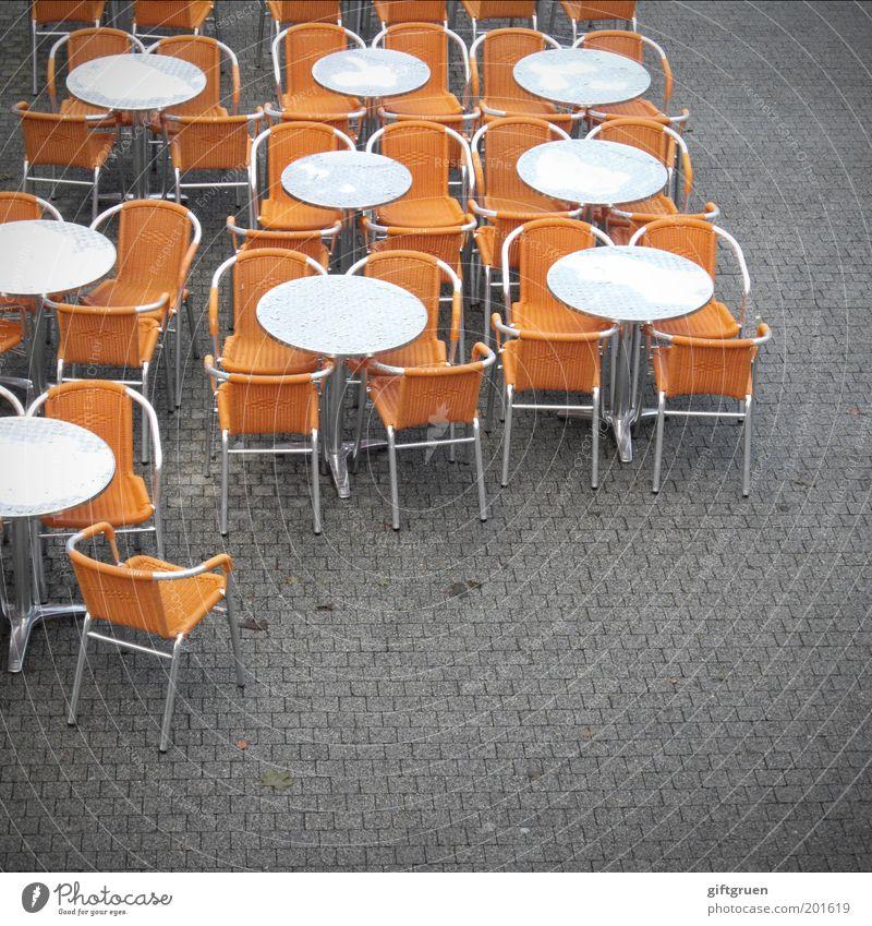 tischordnung Ferien & Urlaub & Reisen Regen orange Ausflug Tisch leer Ordnung Tourismus rund Stuhl Gastronomie Café Restaurant Dienstleistungsgewerbe Anordnung