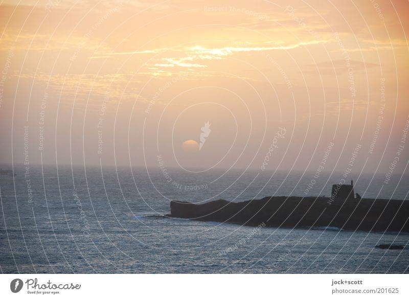Lust am Untergang auf Lanzarote Wolken Horizont Sonne Klima Schönes Wetter Küste Bucht Leuchtturm Stimmung Romantik Natur Ferne Landzunge Urlaubsfoto