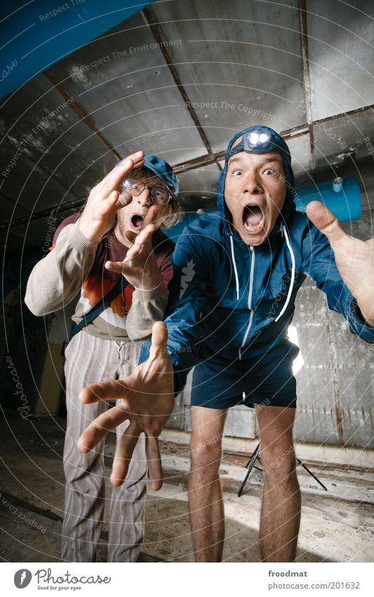 gefunden Mensch Mann Jugendliche Freude Freundschaft Angst lustig Erwachsene maskulin verrückt Team wild Neugier entdecken trashig