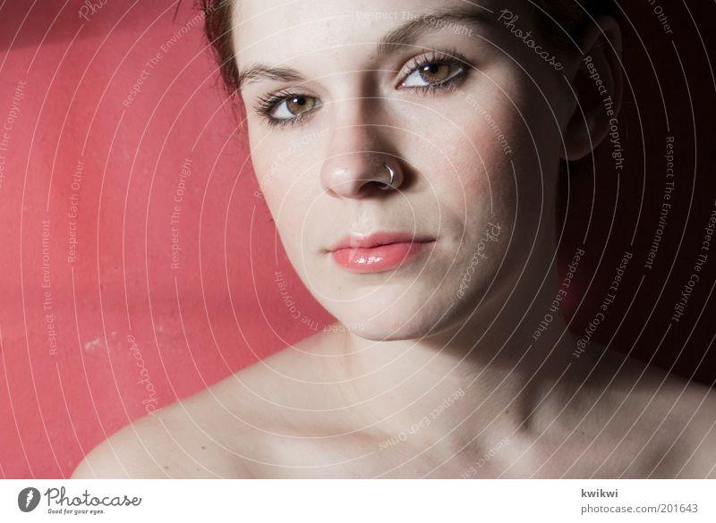 - feminin Junge Frau Jugendliche Erwachsene Gesicht Mund 1 Mensch 18-30 Jahre rosa rot Gefühle Warmherzigkeit Sympathie schön Piercing Auge nah Porträt
