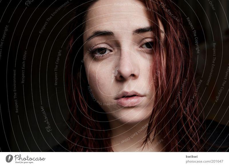- feminin Junge Frau Jugendliche Erwachsene Kopf Haare & Frisuren Gesicht Auge Mund 1 Mensch 18-30 Jahre weinen Porträt Trauer rot Gefühle Traurigkeit