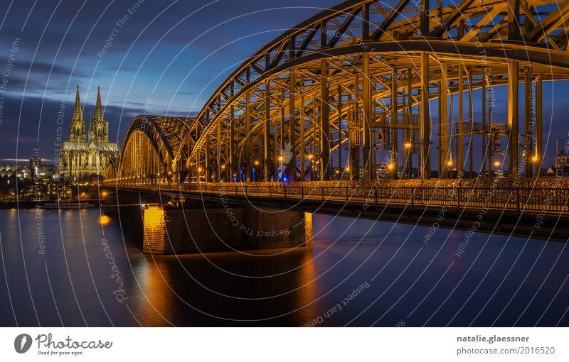 Hohenzollernbrücke und Kölner Dom bei Nacht Ferien & Urlaub & Reisen Stadt Wasser Landschaft ruhig Architektur Tourismus Verkehr Romantik Brücke Fluss