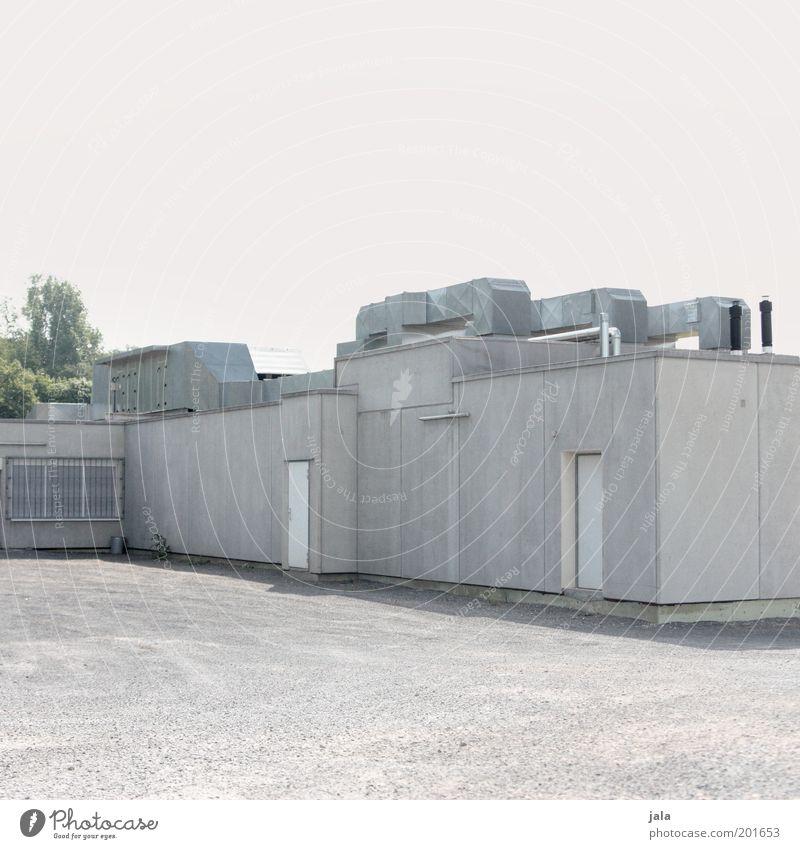 bunker Himmel Haus grau Gebäude Platz trist bedrohlich Bauwerk Industrieanlage Bunker Produktion Militärgebäude