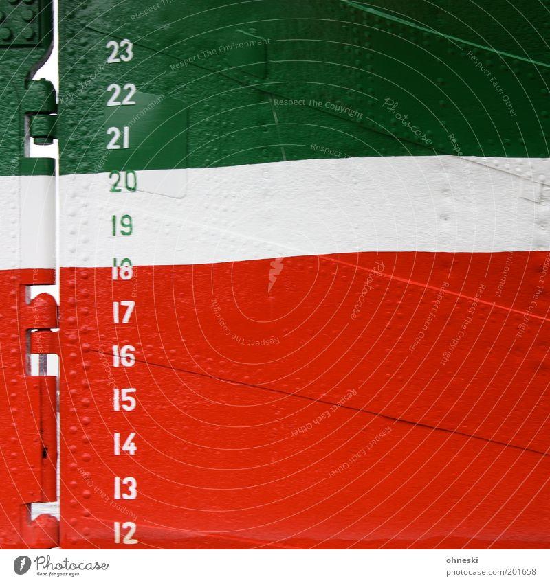 Wasserstandsmeldung weiß grün rot Linie Wasserfahrzeug Metall Fahne Italien Ziffern & Zahlen Schifffahrt Segelboot Verkehrsmittel messen Kreuzfahrt Skala Niete