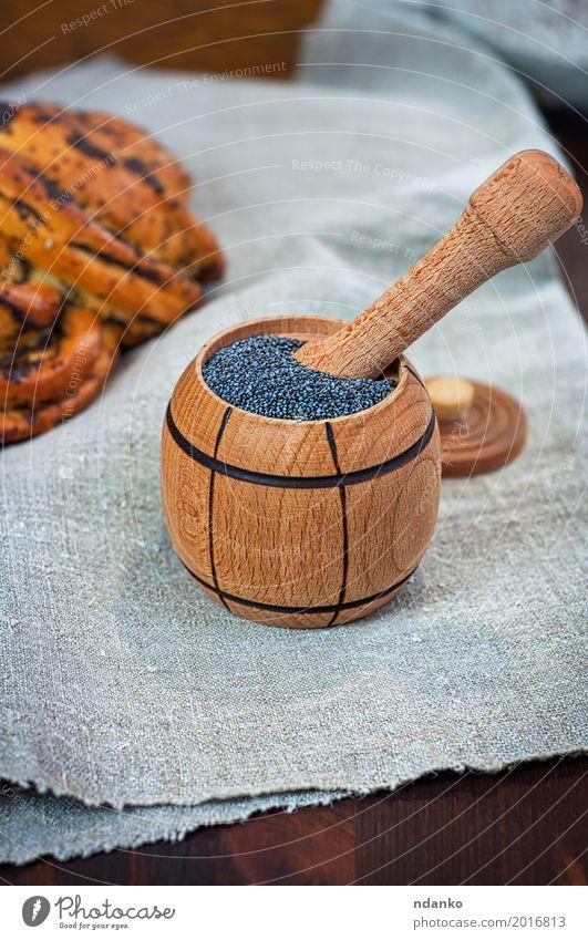 Mohn in Holzbehältern Lebensmittel Brötchen Dessert Kräuter & Gewürze Ernährung Essen Schalen & Schüsseln Tisch frisch natürlich braun grau schwarz Haufen Korn