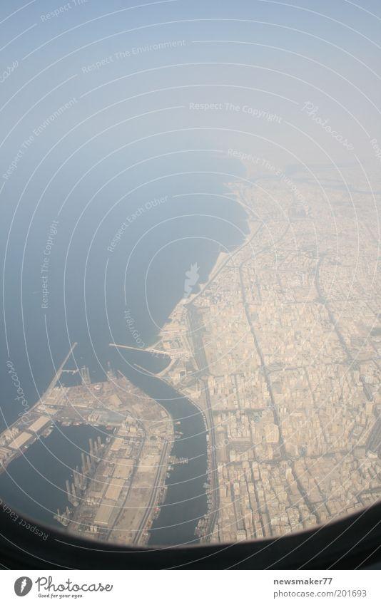 Dubai Vogelperspektive Wasser Meer Ferien & Urlaub & Reisen Fenster Flugzeug fliegen Luftverkehr Hafen beobachten Straßenkreuzung Dubai Bewegung Licht Hafenstadt
