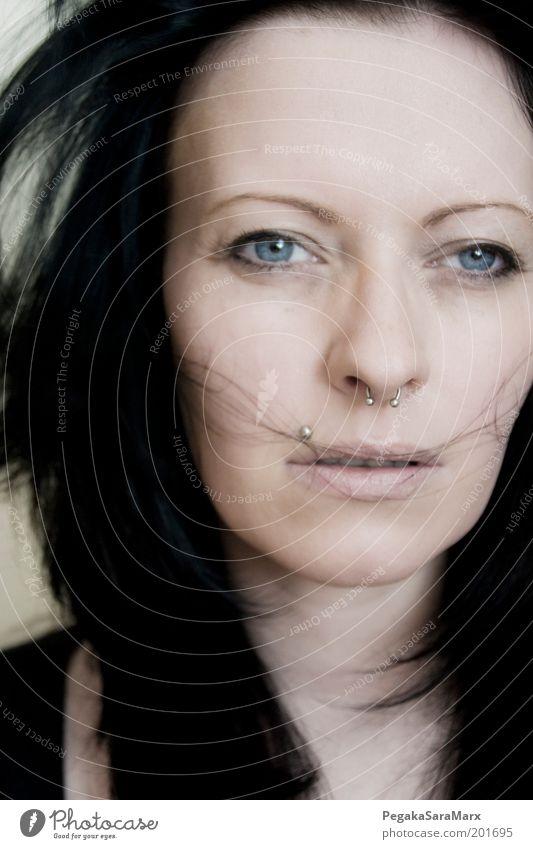 . Mensch Jugendliche schön Gesicht Auge kalt feminin Gefühle Haare & Frisuren träumen Kopf Denken Stimmung Erwachsene Wind Lippen