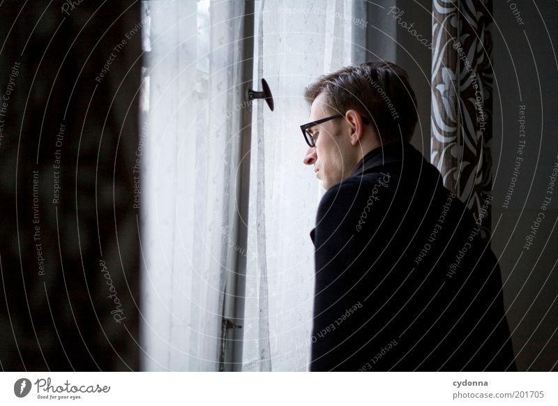 [HAL] Vergessene Erinnerungen Mensch Mann Jugendliche ruhig Einsamkeit Leben Stil Fenster träumen Raum Erwachsene Zeit retro Brille Häusliches Leben