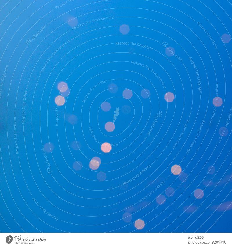 sparklehorse ästhetisch blau gelb Feuerwerk Licht Punkt Farbfoto Außenaufnahme Experiment abstrakt Textfreiraum links Abend Dämmerung Kunstlicht Unschärfe