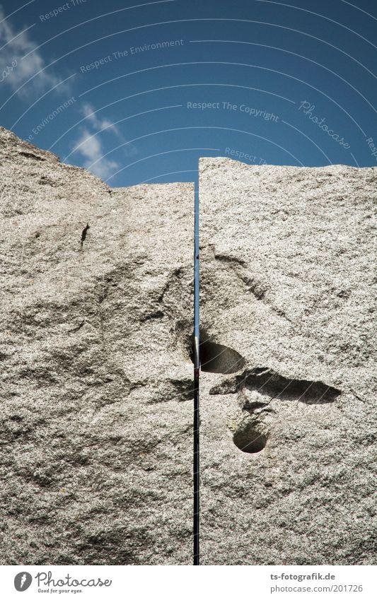 Granit V Himmel blau grau Stein Paar Kunst Felsen paarweise Denkmal Loch Wahrzeichen Trennung Skulptur Sehenswürdigkeit Spalte Bremen