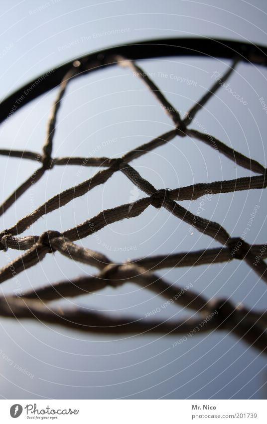 Let´ s play ! Sport Freizeit & Hobby Netzwerk Netz hängen Vernetzung Bildausschnitt Basketball Basketballkorb Schlaufe Ballsport netzartig