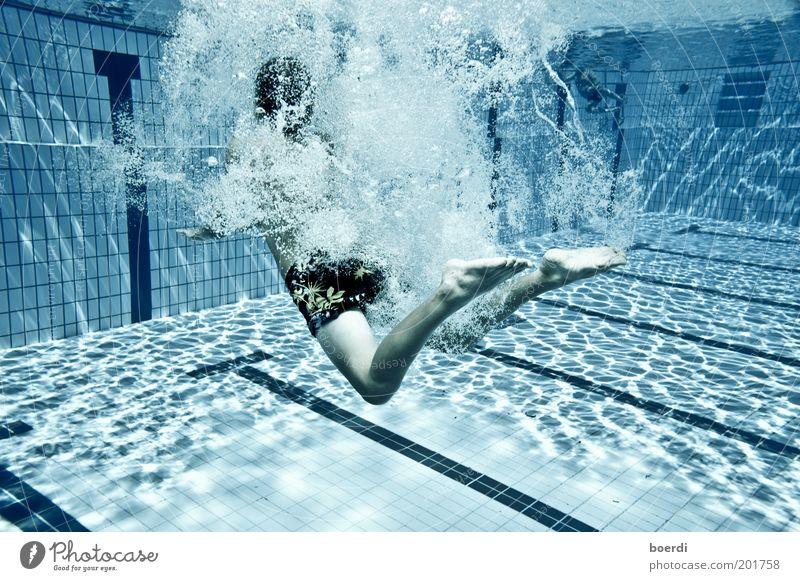 jUmpin I Mensch Jugendliche blau Wasser Ferien & Urlaub & Reisen Sommer Freude Sport Bewegung Freizeit & Hobby Schwimmen & Baden nass Tourismus Schwimmbad