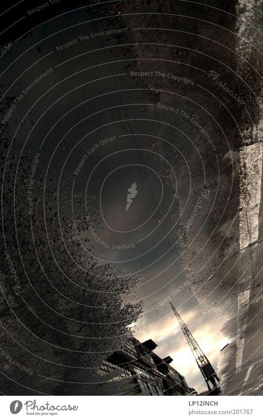 LP´s Fish Force Base Wasser dunkel träumen Industrie Licht bizarr Surrealismus Kran Pfütze Spiegelbild Maschine Stil Traumwelt Zeitmaschine