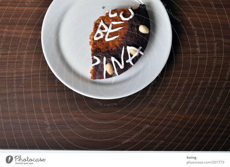 JUUNB URNKN MNBYRWJ Teigwaren Backwaren Kuchen Schokolade Lebkuchen Teller Schriftzeichen Ornament Glück süß Zuckerguß Mandel Innenaufnahme Ernährung Stillleben