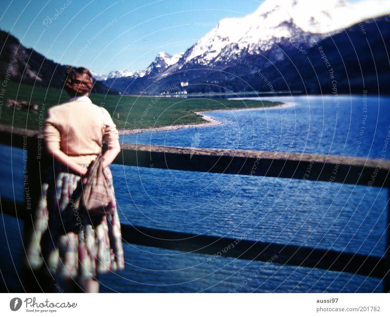 Rosa Klebb Frau Ferien & Urlaub & Reisen Ferne Schnee Berge u. Gebirge Ausflug Brücke Fluss Aussicht Spaziergang Gipfel Steg verträumt Sightseeing Natur