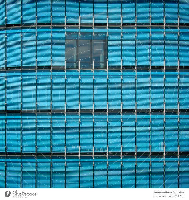 blue in Q Haus Bauwerk Gebäude Fassade Glasfassade Fenster blau Farbe modern Linie Quadrat frontal Bürogebäude Farbfoto Außenaufnahme Menschenleer Tag
