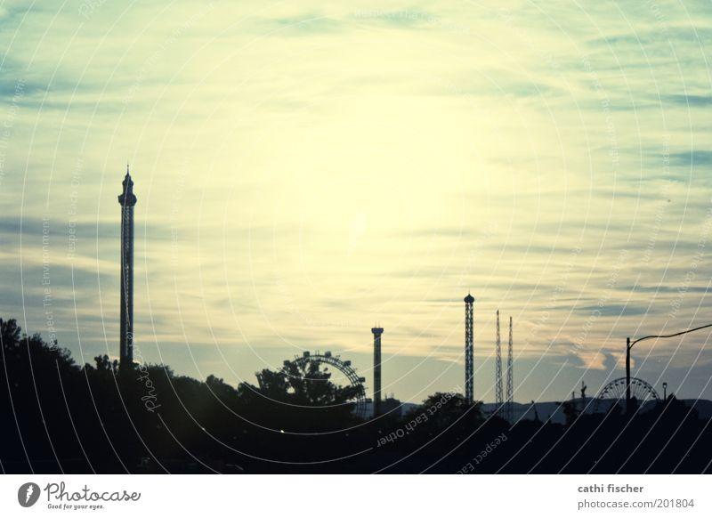 prater Himmel grün Stadt Freude Ferien & Urlaub & Reisen schwarz Wolken gelb Park Architektur retro Tourismus Kitsch Nachthimmel Skyline Jahrmarkt