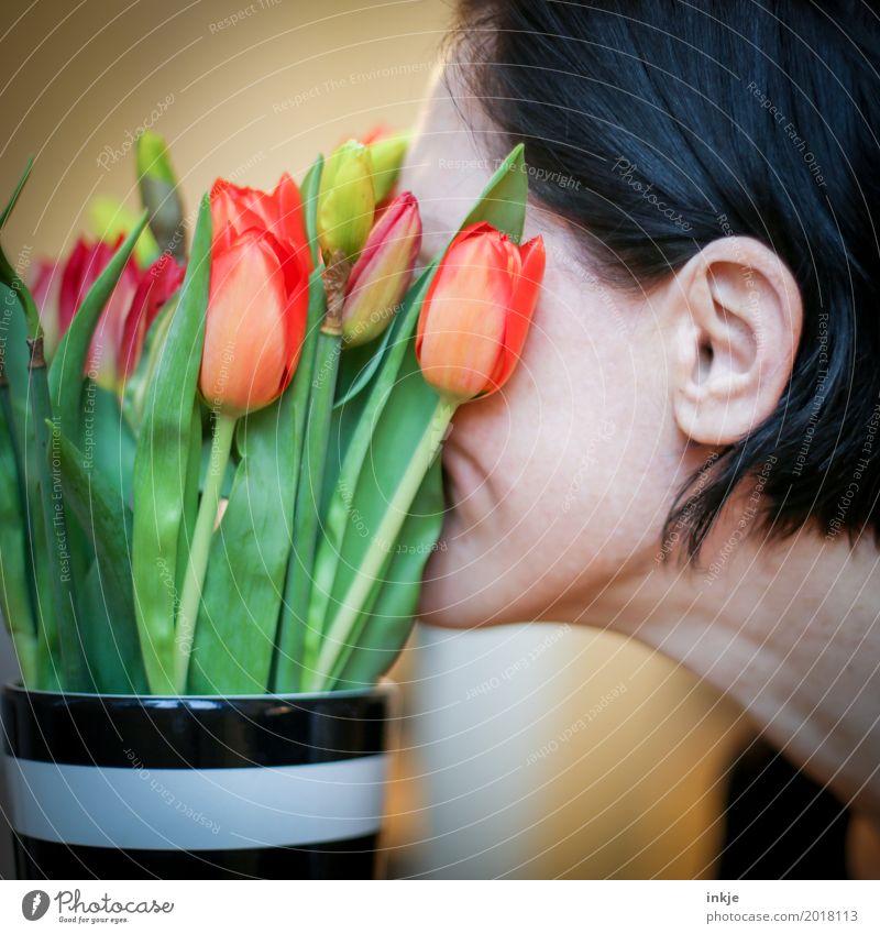 Geliebter Frühling Mensch Frau schön Blume Erholung Freude Gesicht Erwachsene Leben Lifestyle Liebe Gefühle Kopf Stimmung Zufriedenheit