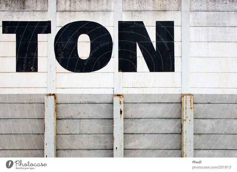 MONO alt weiß schwarz Wand Musik grau Mauer Gebäude dreckig Fassade trist Schriftzeichen einfach Rost Bauwerk Typographie