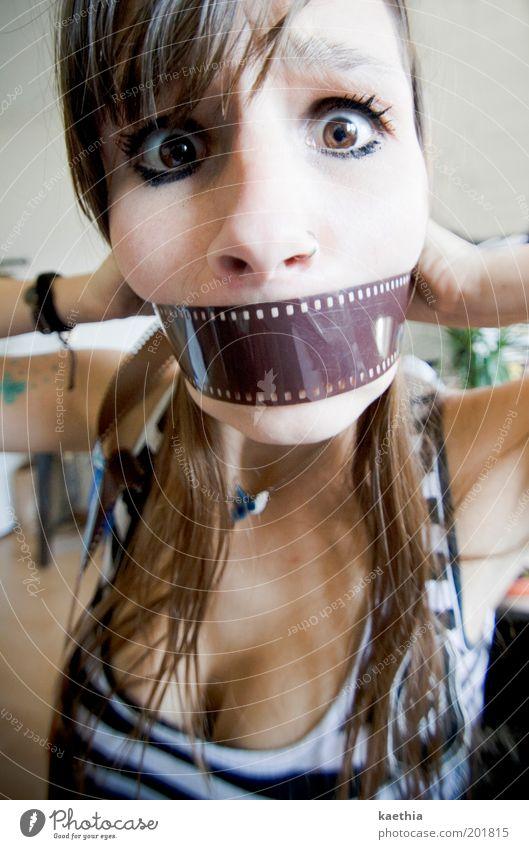 nice killer Jugendliche schön Auge feminin Erwachsene Angst verrückt Mensch Streifen Filmmaterial festhalten Wut Blick brünett 18-30 Jahre Tattoo