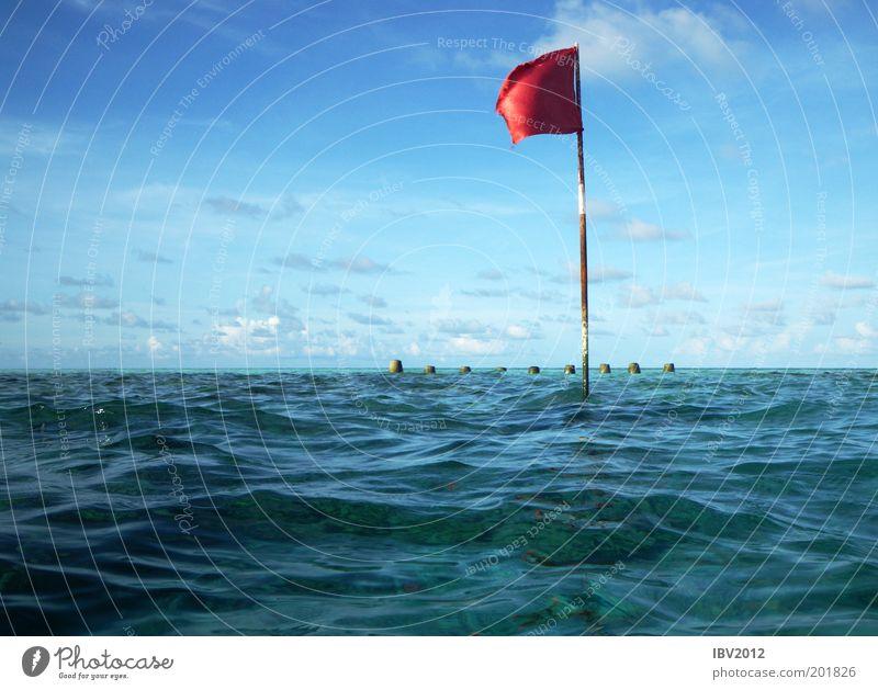Red flag in paradise Himmel Natur Wasser blau rot Sommer Ferien & Urlaub & Reisen Meer Wolken Ferne Erholung Freiheit Umwelt Wellen Horizont Ausflug