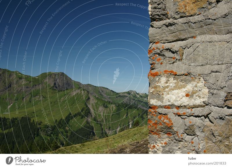 Auf der Mauer, auf der Lauer Natur alt blau Sommer Ferien & Urlaub & Reisen Ferne Wand Berge u. Gebirge Stein Landschaft Umwelt Felsen Tourismus Klima Alpen