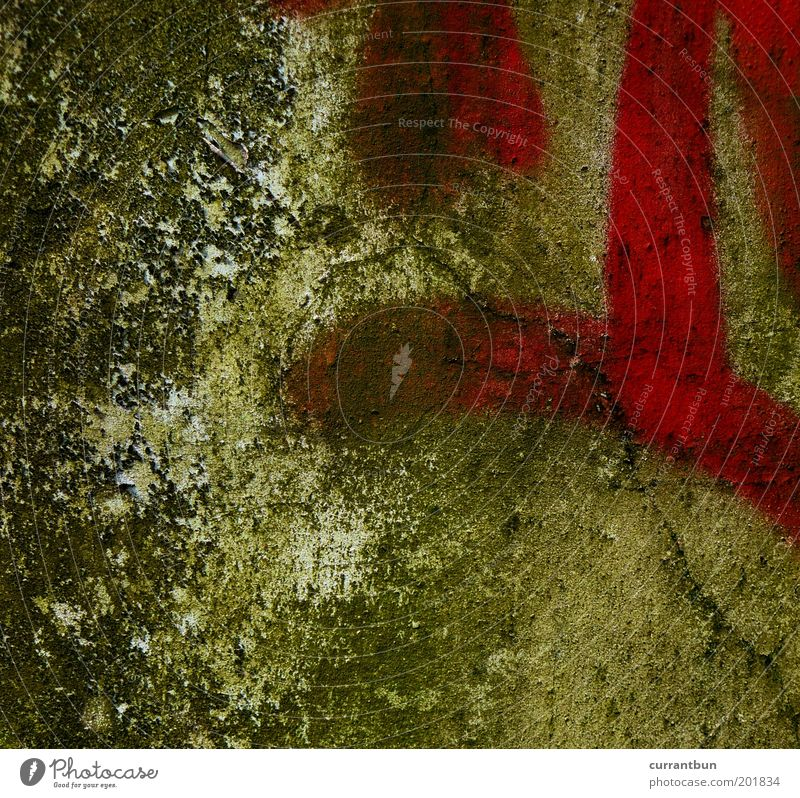 careful with that axe, eugene! Mauer Wand Zahn der Zeit grün rot ruhig ästhetisch Graffiti Riss Verfall verfallen Vandalismus Farbfoto mehrfarbig Detailaufnahme
