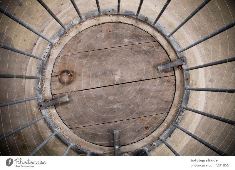 Käfighaltung alt Holz grau Stein braun Metall Angst Kirche rund Turm historisch Platzangst Rost Stahl Dom gefangen