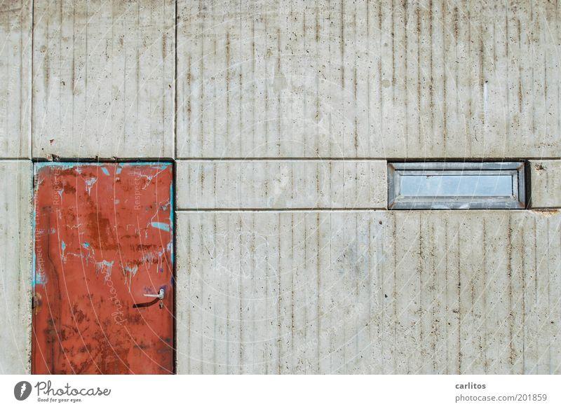I see a red door and I want to paint it black Mauer Wand Tür Fenster alt dreckig hässlich kaputt trist grau rot Verfall Vergänglichkeit Fuge rechtwinklig