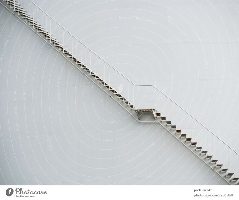 Auf oder Ab Energiewirtschaft Industrieanlage Metalltreppe Linie eckig einfach lang modern grau Wege & Pfade diagonal Silo Treppenabsatz Treppengeländer