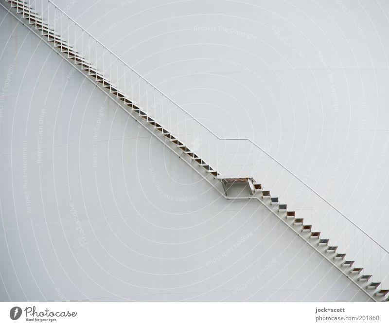 Auf oder Ab Wege & Pfade grau Linie Metall Energiewirtschaft Treppe Ordnung modern Perspektive einfach Sicherheit rein Treppengeländer lang Stahl aufwärts