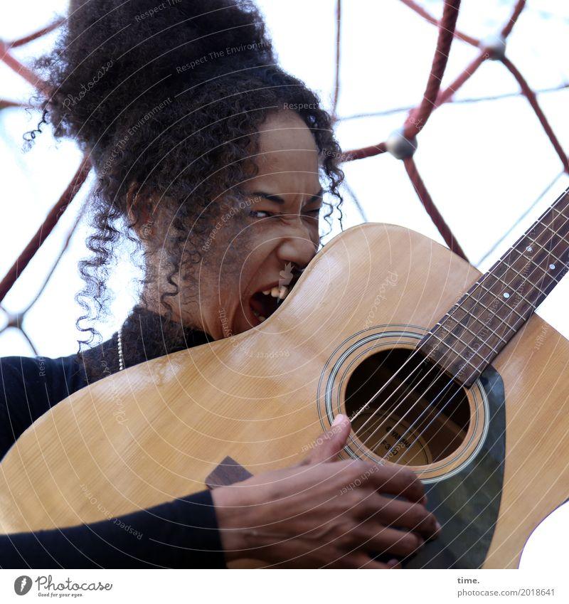 Musik | Creating Sounds Mensch Frau Erwachsene Leben feminin Haare & Frisuren Kraft Lebensfreude beobachten Coolness festhalten Leidenschaft Konzentration