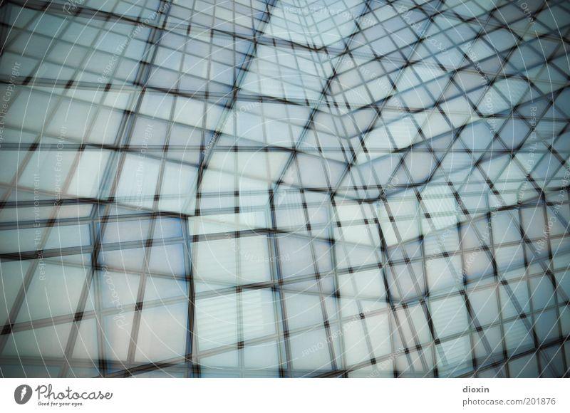 too many windows blau Haus schwarz kalt Fenster grau Gebäude Architektur Hochhaus hoch Fassade abstrakt Glätte Doppelbelichtung Raster