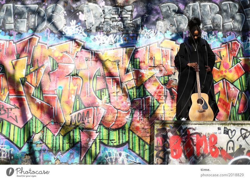 Musik | Ghetto Priestress Mensch Frau schön Erwachsene Wand Graffiti feminin Mauer außergewöhnlich Haare & Frisuren Zeit Denken wild Schriftzeichen ästhetisch