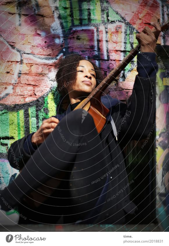 Musik | Ghetto Sounds (IV) Mensch Frau schön Erwachsene Leben Wand Graffiti feminin Spielen Mauer Haare & Frisuren Zeit Kreativität genießen Lebensfreude