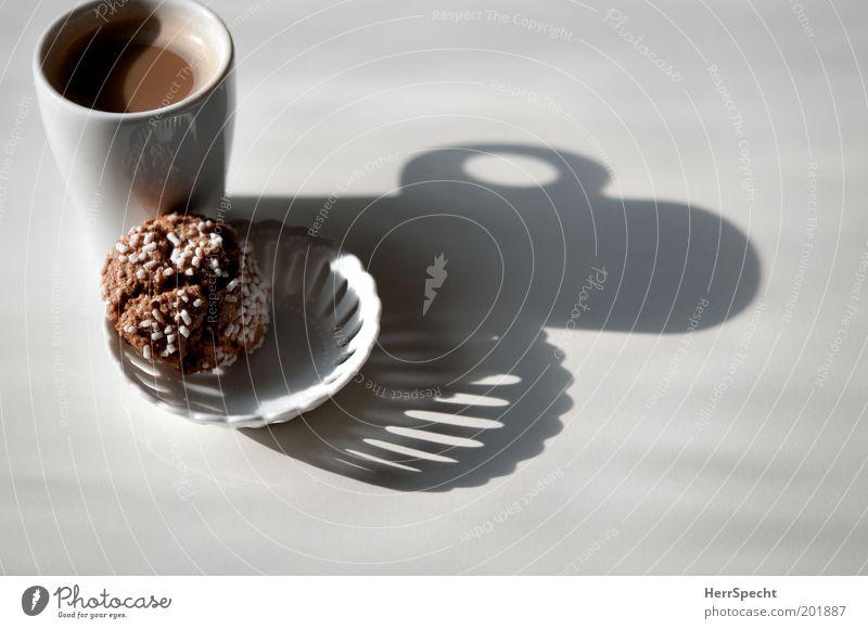 Frühstücksschatten Süßwaren Keks Zuckerstreusel Kaffee Schalen & Schüsseln Tasse Porzellan braun weiß Farbfoto Gedeckte Farben Innenaufnahme Nahaufnahme
