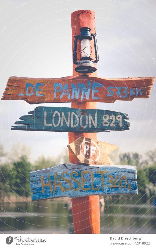 Wegweiser Ferien & Urlaub & Reisen Ausflug Sightseeing Städtereise Schönes Wetter Zeichen Schriftzeichen Ziffern & Zahlen Schilder & Markierungen Fernweh London