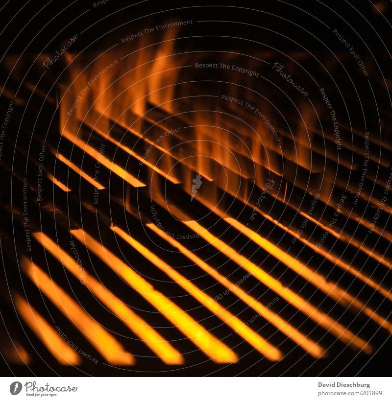 Bauch, Woscht oder Steak? gelb rot schwarz orange heiß Grill Grillrost Raster Gitter Flamme Feuer Glut heizen Grillkohle Grillsaison brennen Wärme Farbfoto