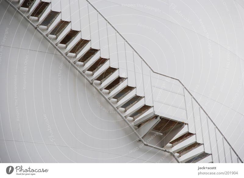 Treppe, Aufsteiger von unten Industrieanlage Metalltreppe Linie eckig einfach modern Irritation Wege & Pfade diagonal Treppenansatz Strebe Tank Illusion