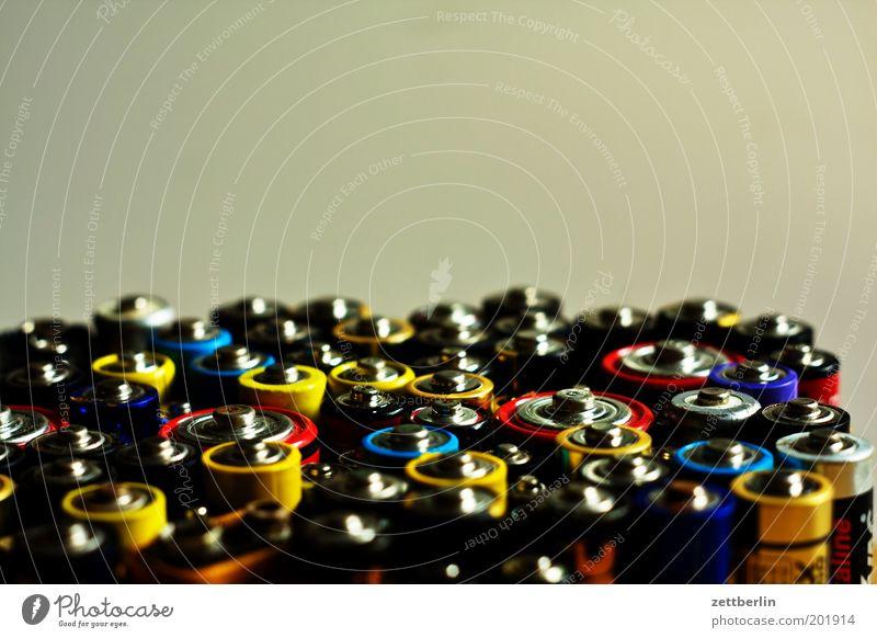 Batterien Schrott Elektrizität Spannung gebraucht alt Energiewirtschaft Sammlung Anhäufung mehrfarbig positiv leer