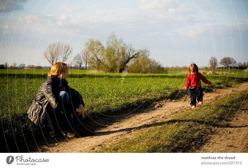 DISCOVERY Mensch Himmel Natur schön Wolken Erwachsene Umwelt Leben Landschaft Gras Frühling Familie & Verwandtschaft Horizont Kindheit Feld laufen