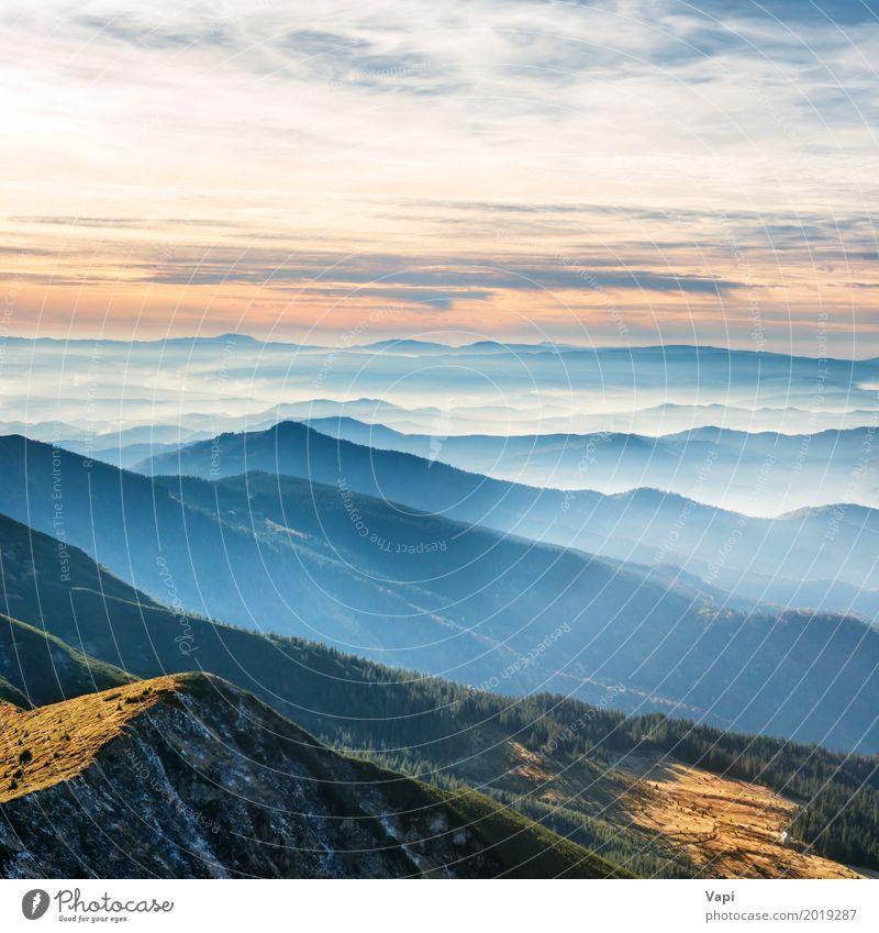 Blaue Berge und Hügel Himmel Natur Ferien & Urlaub & Reisen blau Sommer Farbe grün weiß Sonne Baum Landschaft rot Wolken Ferne Wald Berge u. Gebirge