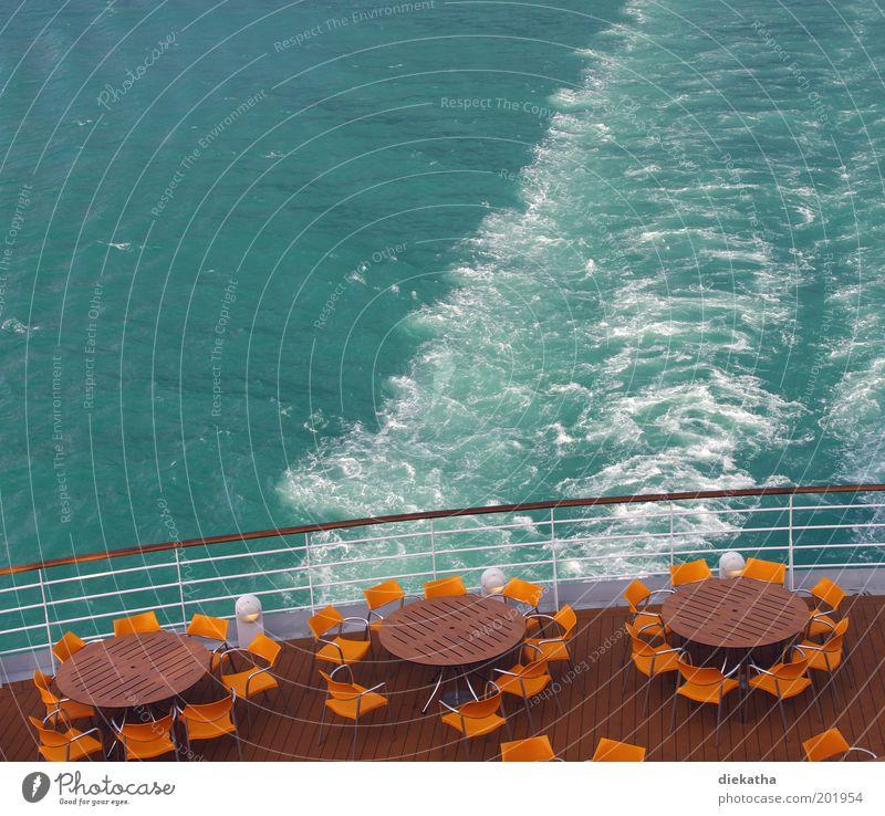 In Deckung! Kreuzfahrt Sommer Meer Restaurant Wasser Nordsee Kreuzfahrtschiff Freiheit Ferien & Urlaub & Reisen Farbfoto Außenaufnahme Menschenleer Tisch Stuhl