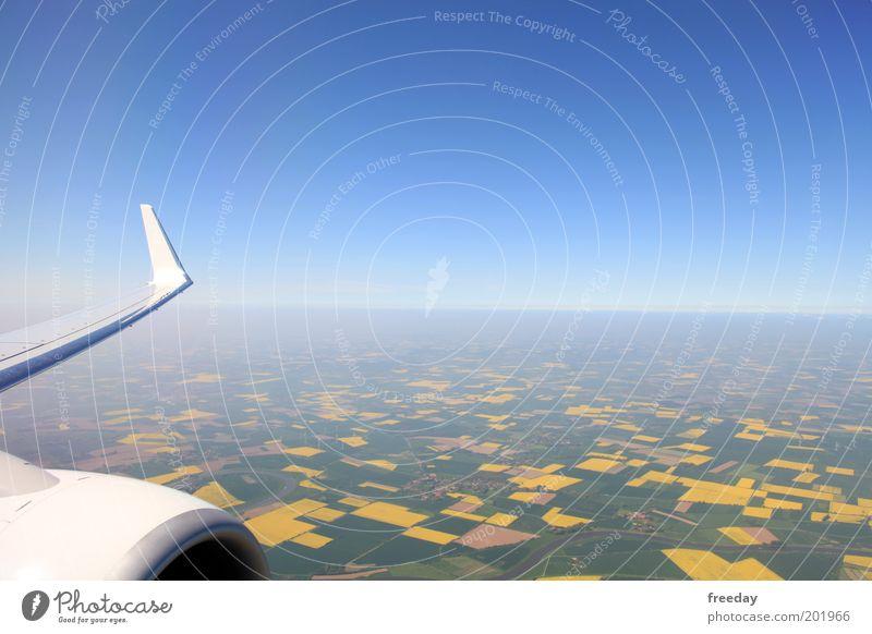 ::: Im Landeanflug ::: Himmel blau Ferien & Urlaub & Reisen Fenster Flugzeug fliegen Horizont Luftverkehr Aussicht Reisefotografie Tragfläche