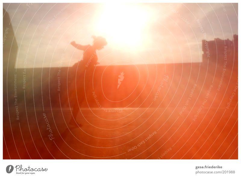 Bildungslandschaft Mensch feminin Jugendliche 1 Kunst Theaterschauspiel Subkultur Sonne Mauer Wand Accessoire Schmuck Zopf Kommunizieren springen Tanzen Freude